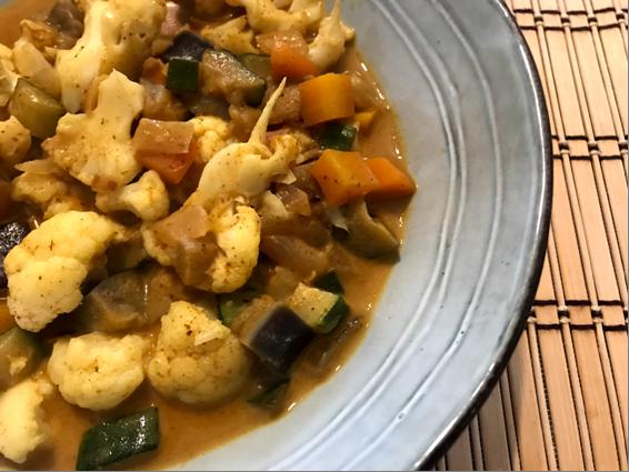 Curry de coliflor y verduras